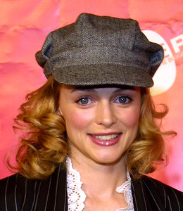 """Love Rocks Benefit"" 2/14/02Heather Graham © 2002 Glenn Weiner - Image 20126_0115"