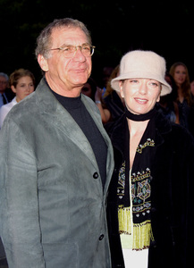 """""""Changing Lanes"""" Premiere 4/7/02Sydney Pollack and his daughter © 2002 Glenn Weiner - Image 20131_0127"""