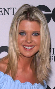 """GQ Magazine Party"" 2/20/02Tara Reid © 2002 Glenn Weiner - Image 20135_0142"