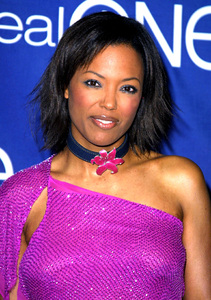 """One Gold Night Party"" 3/5/02Aisha Tyler © 2002 Glenn Weiner - Image 20139_0101"