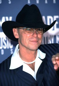 """""""Academy of Country Music Awards: 37th Annual""""5/22/02Kenny Chesney © 2002 Glenn Weiner - Image 20184_0131"""