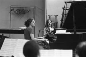 Carole King and her daughter at a rehearsal in New York City1970 © 1978 Gary Legon - Image 20231_0011
