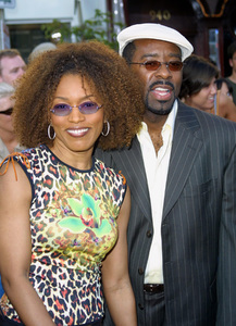 """ K-19: The Widowmaker"" PremiereAngela Bassett with husband Courtney B. Vance at the world premiere of the new film. Mann Village Theatre Westwood California. 7/15/02 © 2002 Glenn Weiner - Image 20309_0003"