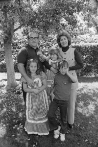 Ed Asner with his wife Nancy Sykes, son Matthew, and daughters Kate and Liza1971© 1978 Gene Trindl - Image 2031_0068