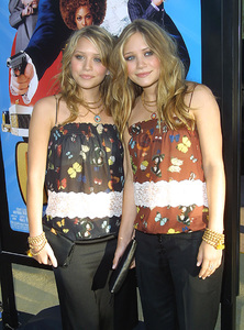 """Austin Powers in Goldmember"" Premiere 7/22/02Mary Kate and Ashley Olsen © 2002 Glenn Weiner - Image 20321_0133"