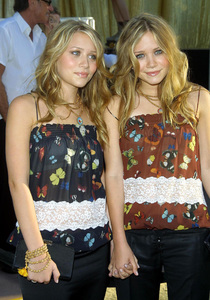 """Austin Powers in Goldmember"" Premiere 7/22/02Mary Kate and Ashley Olsen © 2002 Glenn Weiner - Image 20321_0135"