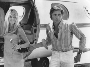 Brigitte Bardot and her husband Gunter Sachs leave their plane in Van Nuys, CA after a flight from Las Vegas, NV1966 - Image 2043_0025