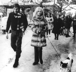 Brigitte Bardot and her husband Gunter Sachs walk their dog in Switzerland1967 - Image 2043_0026