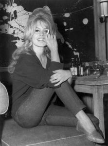 """Brigitte Bardoton location in Paris while shooting """"La Verite""""May 31, 1960 - Image 2043_0027"""