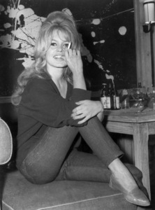 "Brigitte Bardoton location in Paris while shooting ""La Verite""May 31, 1960 - Image 2043_0027"