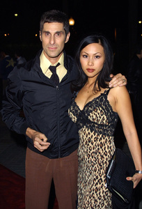Abandon PremierePerry Farrell & wife EttyParamount Studios Lot Hollywood, California 10/14/02 © 2002 Glenn Weiner - Image 20540_0141