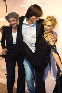 Absolut PartyMarley Shelton, Ashton Kutcher & Brittany MurphyChateau Marmont Hotel, West Hollywood, California 10/17/02 © 2002 Glenn Weiner - Image 20623_0154