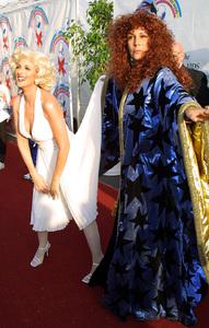 Dream Halloween Benefit - 9th AnnualJamie Lee Curtis & Marlee MatlinBarker Hanger in Santa Monica, California 10/26/02 © 2002 Glenn Weiner - Image 20672_0126