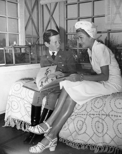Constance Bennettat home with son Peter1941 - Image 2067_0014