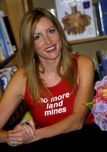A Single Step Book SigningHeather Mills McCartneyBorders Books in Northridge, California 10/30/02 © 2002 Scott Weiner - Image 20709_0112jpg