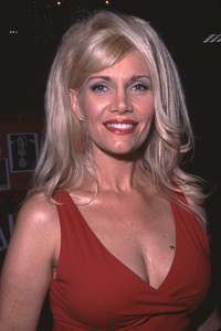 Lana ClarksonHollywood Collectors ShowNorth Hollywood, CA.   6/23/01 © 2001 Scott Weiner - Image 21041_0100