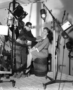 "Joan Leslieon the ""Cinderella Jones"" setwith photographer Scotty Welbourne, 1946. - Image 2126_0022"