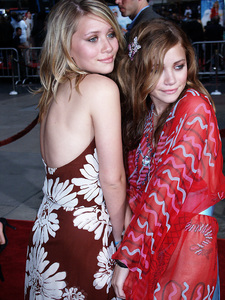 """Ashley and Mary-Kate Olsen""""Charlie"""