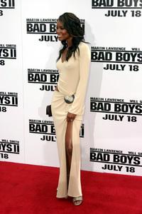 """""""Bad Boys 2"""" Premiere  7-9-03Gabrielle Union © 2003 Sam Kweskin - Image 21319_0138"""