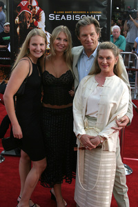 """""""Seabiscuit"""" Premiere 7-22-03Jeff Bridges and family - Image 21344_0042"""