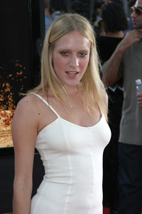 """Seabiscuit"" Premiere 7-22-03Chloe Sevigny - Image 21344_0065"