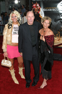 """Seabiscuit"" Premiere 7-22-03Ed Lauter and family - Image 21344_0097"