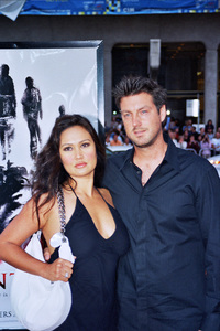 """Identity"" Premiere 4-23-03Tia Carrere and friendPhoto By Cindy Burtin - Image 21347_0037"
