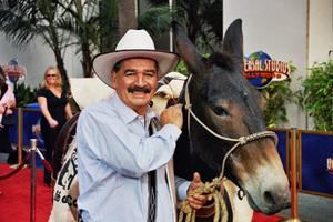 """Bruce Almighty"" PremiereJuan Valdez and Conchita5/14/2003Photo by Cindy Burtin - Image 21350_0038"