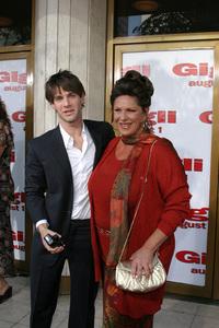 """Gigli"" Premiere 7-27-03Justin Bartha and Lainie KazanPhoto By Sam Kweskin - Image 21352_0037"