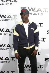 """""""S.W.A.T."""" Premiere 7-30-03Djimon HounsouPhoto By Sam Kweskin - Image 21354_0042"""