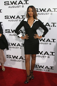 """""""S.W.A.T."""" Premiere 7-30-03Garcelle Beauvais-NilonPhoto By Sam Kweskin - Image 21354_0045"""