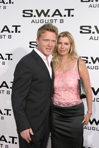 """S.W.A.T."" Premiere 7-30-03Anthony Michael Hall and wifePhoto By Sam Kweskin - Image 21354_0088"