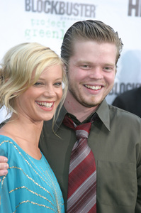 """""""Battle At Shaker Heights"""" Premiere 8-11-03Amy Smart and Elden HensonPhoto by Sam Kweskin - Image 21404_0174"""