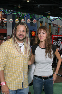 """Battle At Shaker Heights"" Premiere 8-11-03Shannon Elizabeth and husband Joe ReitmanPhoto by Sam Kweskin - Image 21404_0241"