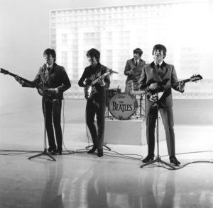 """A Hard Days Night""The Beatles - Paul McCartney, George Harrison, Ringo Starr, John Lennon1964 Proscenium Films/UA**I.V. - Image 21420_0010"
