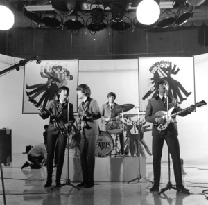 """A Hard Days Night""The Beatles - Paul McCartney, George Harrison, Ringo Starr, John Lennon1964 Proscenium Films/UA**I.V. - Image 21420_0012"