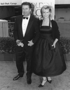 """Golden Globe Awards""Alec Baldwin, Kim Basinger1998**I.V. - Image 21473_0001"