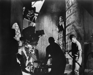 """""""Pit and the Pendulem""""Vincent Price, Roger Corman and crew1961 American International Pictures**I.V. - Image 21494_0006"""