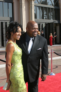 """Emmy - Creative Art Awards""9-13-2003Charles S. Dutton and wifePhoto by Sam Kweskin - Image 21501_0064"