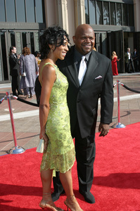 """Emmy - Creative Art Awards""9-13-2003Charles S. Dutton and wifePhoto by Sam Kweskin - Image 21501_0071"