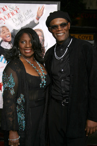 """""""The Fighting Temptations"""" Premiere9-17-2003Samuel L. Jackson and wife LaTonya RichardsonPhoto by Sam Kweskin - Image 21512_0104"""