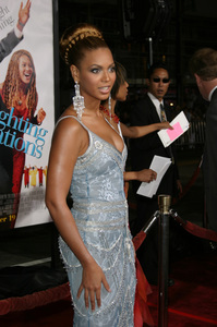 """""""The Fighting Temptations"""" Premiere9-17-2003Beyonce KnowlesPhoto by Sam Kweskin - Image 21512_0142"""