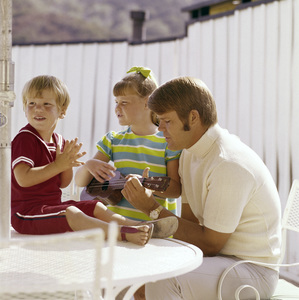 Glen Campbell with his childrencirca 1960s© 1978 Gene Trindl - Image 2153_0063