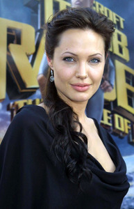 """ Lara Croft Tomb Raider: The Cradle of Life"" 07/21/03Angelina Jolie MPTV  - Image 21590_0005"