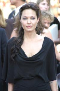 """ Lara Croft Tomb Raider: The Cradle of Life"" 07/21/03Angelina Jolie MPTV  - Image 21590_0006"
