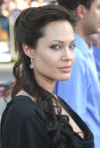 """ Lara Croft Tomb Raider: The Cradle of Life"" 07/21/03Angelina Jolie MPTV  - Image 21590_0008"