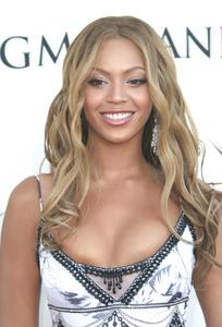 """VH1 Divas Duets"" 05/22/03Beyonce KnowlesMPTV - Image 21590_0011"