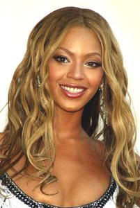 """ VH1 Divas Duets"" 05/22/03Beyonce Knowles MPTV - Image 21590_0013"