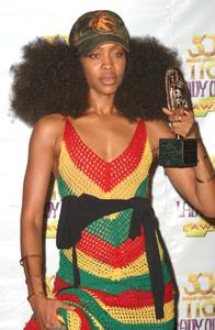 """9th Annual Soul Train Lady of Soul Awards""08/23/03Erikah Badu MPTV - Image 21590_0086"