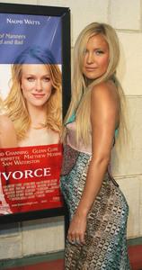 """Le Divorce"" Premiere 07/29/03Kate Hudson MPTV - Image 21590_0099"
